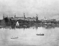 Boats fill the Hillsbourough River in front of the Plant Park and the Tampa Bay Hotel.