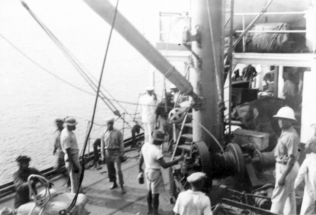 Photo: Crew and laborers on deck of S.S. Cathlamet.