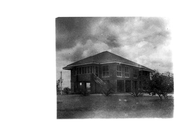 Photo: Plantation guest house with elevated first floor.