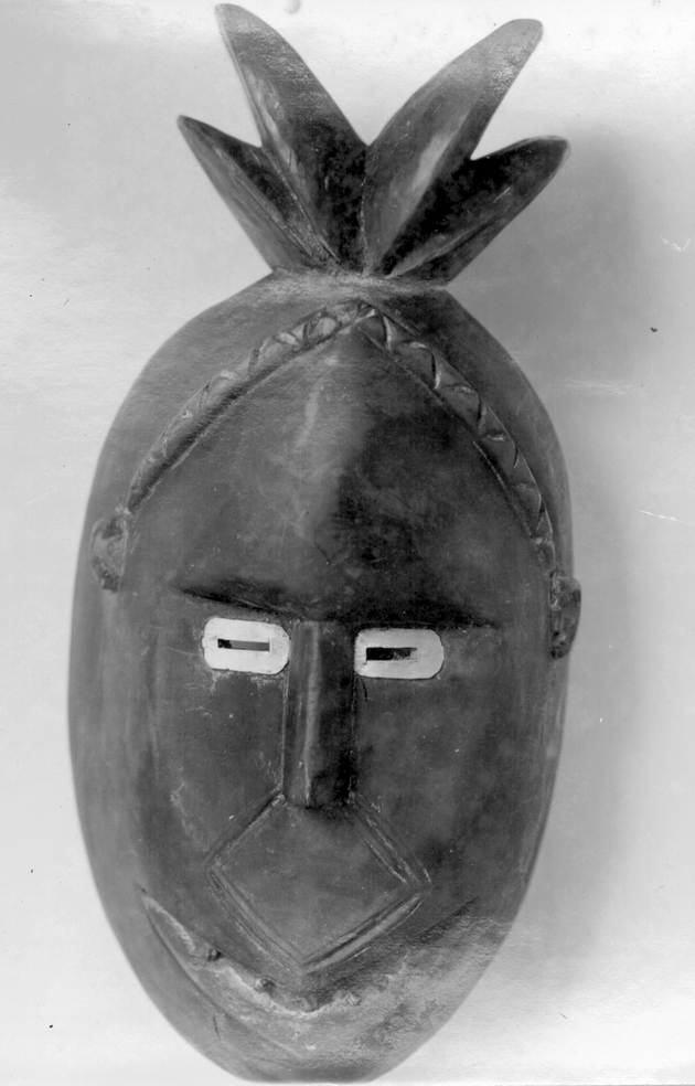 Photo: Mask 1. Tufted figure.