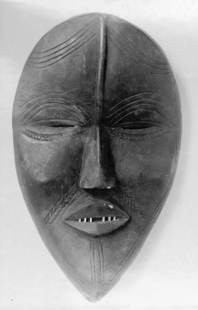 Photo: Mask 1. Almond-shaped figure with six teeth.