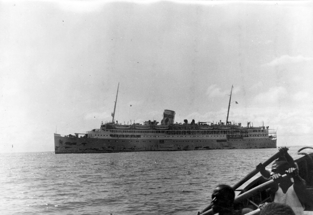 Photo: Passenger ship (S.S. Acadia ?) from lighter with Liberian oarsmen.