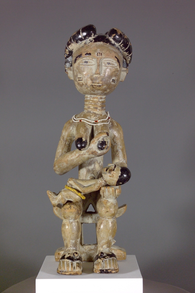 Seated Female Figure (esi mansa) - Image 1