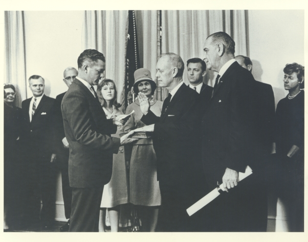 photograph of Farris Bryant and Lyndon Johnson