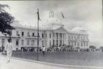 Le reste de la foule entrant au palais National apres l'appel du President