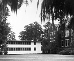 Exterior view of University of Florida temporary Building D and Anderson Hall.