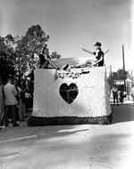 Back of a Homecoming float with musical signs and a heart shape.